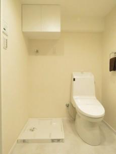 メゾンドール明石 洗濯機置場とトイレ