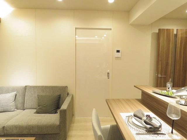 アルテール新宿 洋室扉