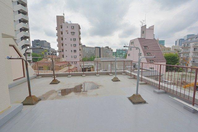 南青山ロータリーマンション 共用バルコニー