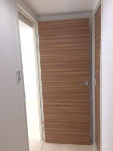 ラインコーポ箱崎 (82) それでは廊下一番奥左手のお部屋へ