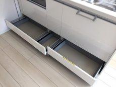 ラインコーポ箱崎 (29) 収納一番したの段も引くタイプです