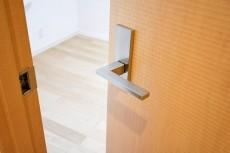 コスモ目黒長者丸 4.2帖洋室ドア