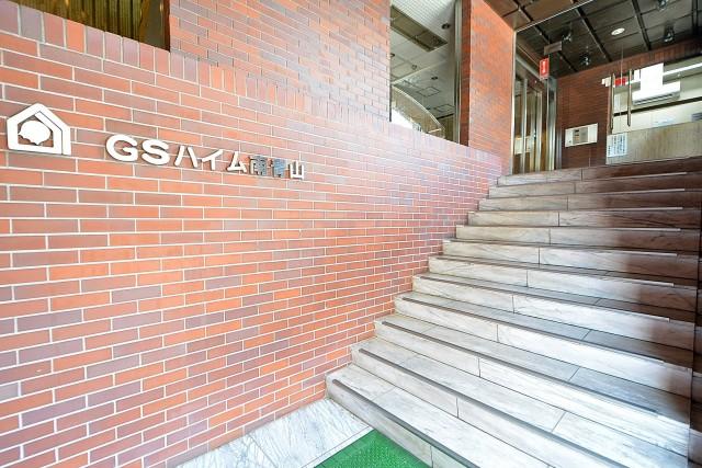 GSハイム南青山 エントランス階段
