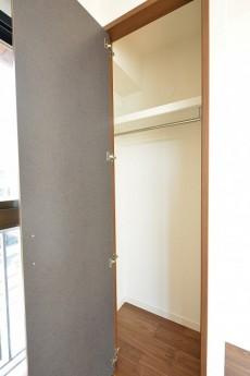 GSハイム南青山 6.0帖洋室のクローゼット