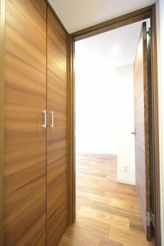 GSハイム南青山 8.5帖洋室ドア