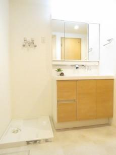 ハイラーク八雲 洗濯機置場と洗面化粧台