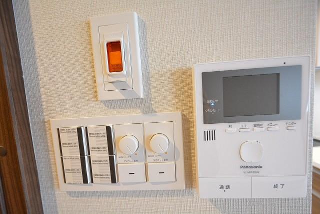 三軒茶屋ターミナルビル カラーTVモニター付インターホン