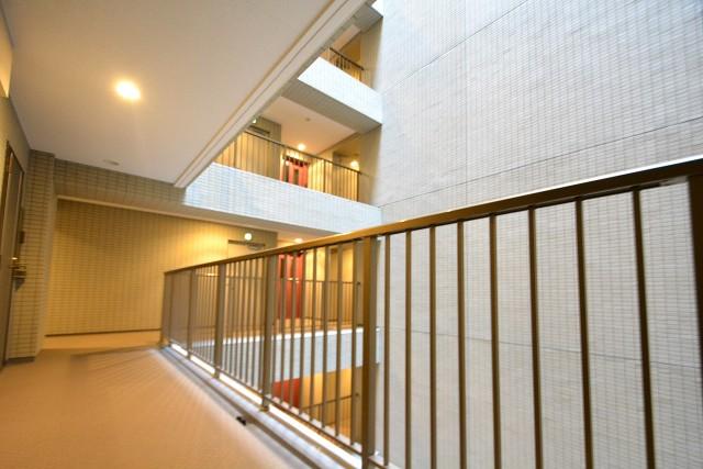 モアクレスト築地 共用廊下
