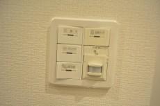 ウィルローズ築地 玄関電気スイッチ