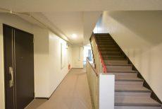 エルアルカサル小石川 階段