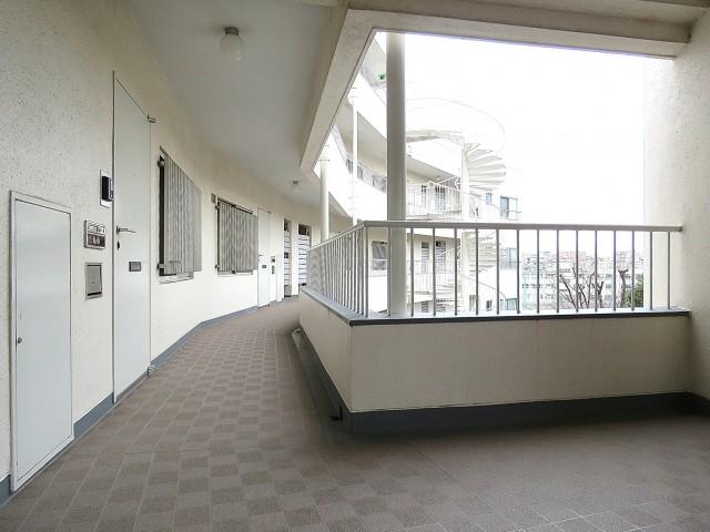 落合公園ハウス 共用階段