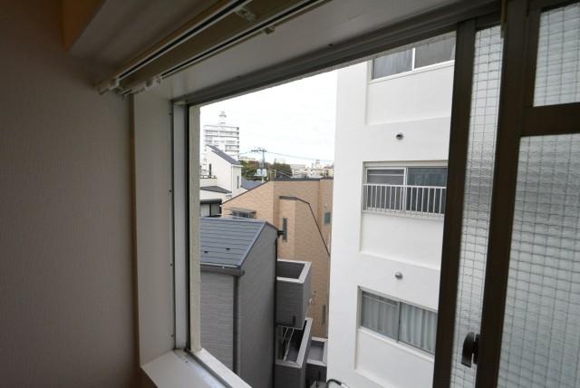 北側洋室窓