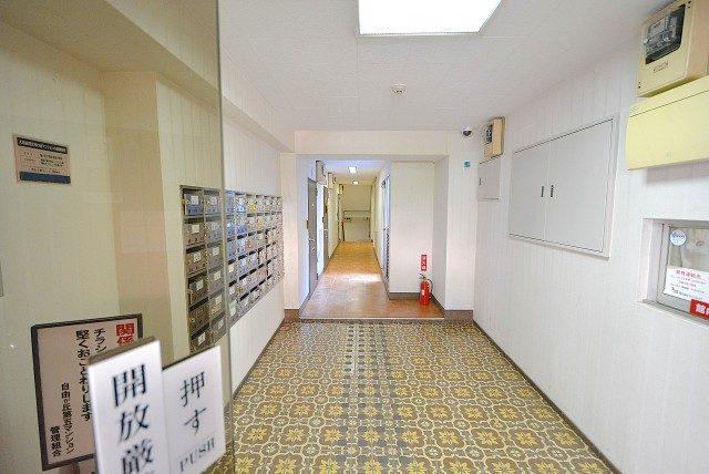 自由ヶ丘第5マンション702入口