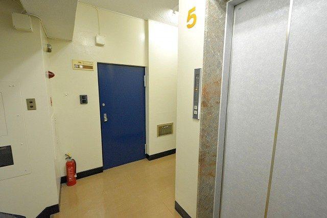 第八宮庭マンション5B号室 内廊下