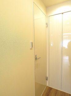 豊栄平町マンション 洗面室扉