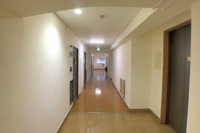 麻布霞町マンション 内廊下