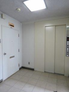五反田サニーフラット 玄関前