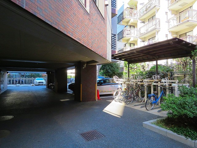 ダイアパレスシェルトワレ目黒 駐車場と駐輪場