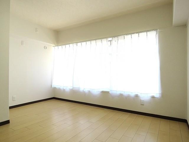 烏山南住宅 洋室約6.3帖