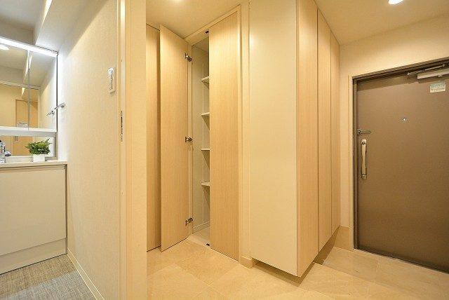 三田ナショナルコート 廊下収納