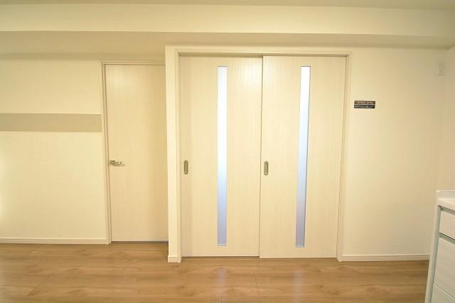 LDK内にある洋室の扉