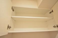クローバー六本木 トイレ収納001