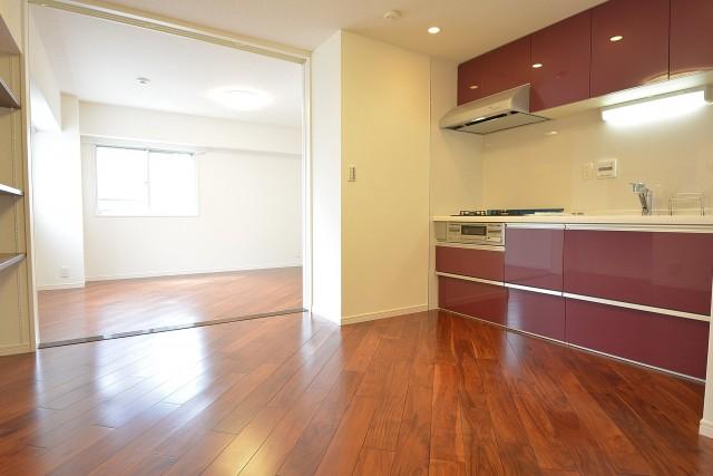 南平台マンション ダイニングキッチン+洋室