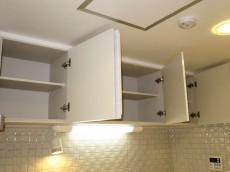 キッチン上部の吊戸棚