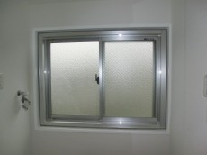 牛込中央マンション 洗面室には窓