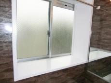 牛込中央マンション 浴室にも窓があります