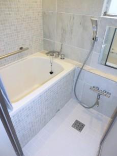 薬王寺ニューハイツ モザイクタイルが素敵なバスルーム