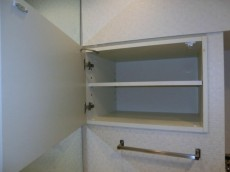 AMAX横浜 洗面室のリネン庫。