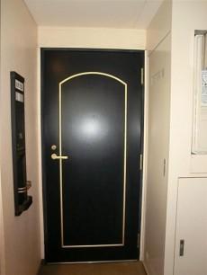 AMAX横浜 重厚感のある玄関ドア