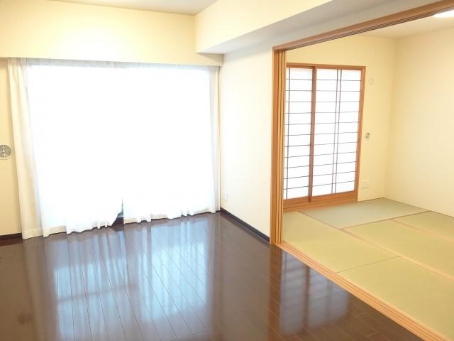リビングと和室をつなげると開放感のある空間になります♪