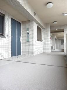 ゆとりある玄関前スペース