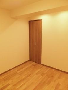 初台中央マンション 約4.5帖の洋室