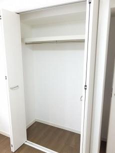 ライオンズマンション東麻布 洋室約5.3帖収納