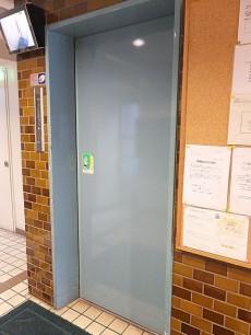 初台ハイホーム エレベーター