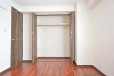 芦花公園ヒミコマンション 約6.4畳の洋室のクローゼット
