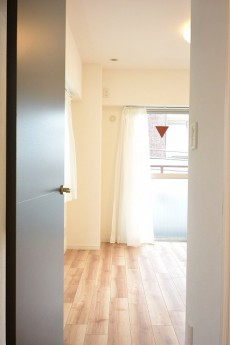 GSハイム都立大 5.5帖洋室ドア