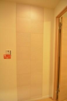 ライオンズマンション赤堤第2 廊下壁面にはエコカラット!