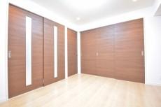 古河松原マンション 洋室の扉