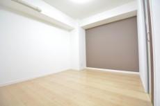 古河松原マンション 約5.3畳の洋室