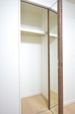 古河松原マンション 約5.3畳の洋室のクローゼット