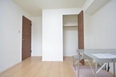古河松原マンション 約5.6畳の洋室のクローゼット