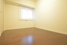 明大前グランドハイツ 約4.5畳の洋室