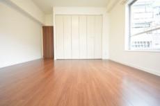 マンション都立大 約8.9畳の洋室