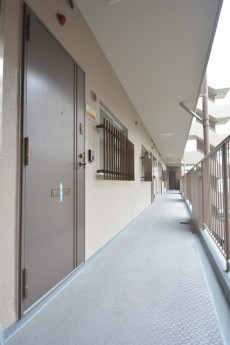 飯田橋第1パークファミリア 玄関前の共用廊下