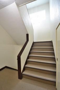サンコーポラス等々力 階段