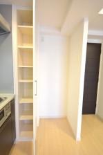 リシェ五反田スカイビュー 冷蔵庫置場と収納棚